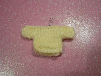 Knitted Miniature Jumpers ply yarn Needles mm Knit two pieces the same Cast on 19 stitches Knit 3 rows Next row : purl . Barbie Knitting Patterns, Jumper Knitting Pattern, Jumper Patterns, Knitting Yarn, Doll Patterns, Baby Knitting, Tiny Teddies, 4 Ply Yarn, Knitted Dolls