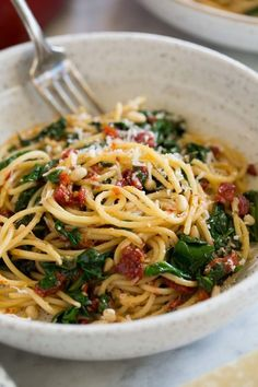 Sun Dried Tomato Pasta with Spinach - Cooking Classy Spaghetti with Sun Dried Tomatoes and Spinach Sundried Tomato Recipes, Sundried Tomato Pasta, Spinach Pasta, Pasta Sun Dried Tomatoes, Spaghetti Spinach, Canned Spinach Recipes, Spaghetti Dinner, Spaghetti Recipes, Pasta Recipes