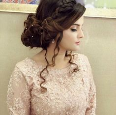 Pinterest: @cutipieanu Braided Hairstyles Updo, Party Hairstyles, Indian Hairstyles, Bride Hairstyles, Kashees Hairstyle, Braided Updo, Hairdos, Pakistani Bridal Hairstyles, Pakistani Bridal Makeup