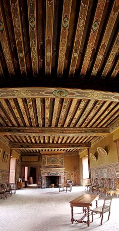 The essence of frenchness: Promenade à Gizeux Ceiling Art, Ceiling Beams, Ceiling Design, Culture Of France, Chateau De Gudanes, Loire Valley France, Chateau Medieval, Plafond Design, Country Interior