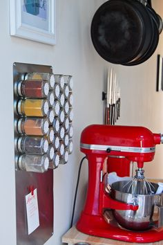 The materials to make this magnetic spice rack (metal board, magnets, 50+ spice jars, as indicated in the description).