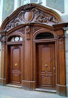 Lucerne Switzerland>>>it looks like both doors make up a huge face and it is winking. Cool Doors, Unique Doors, Entrance Doors, Doorway, Door Knockers, Door Knobs, Grades, Door Gate, Main Door