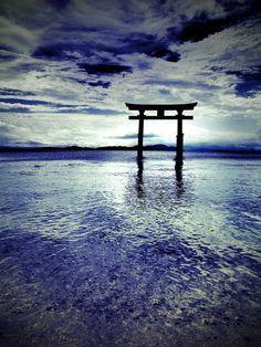 Shirahige shrine at Lake Biwa, Japan白髭神社.  Photography by Phantom of Kyoto on Ganref