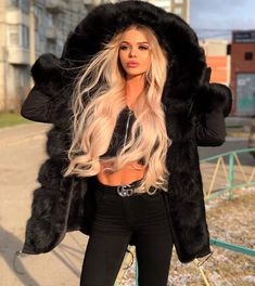 Fur, Femdom and Maybe Some Shemales Too Fur Fashion, Winter Fashion Outfits, Fall Winter Outfits, Womens Fashion, Fur Coat Outfit, Fabulous Furs, Mantel, Cute Outfits, Long Hair Styles