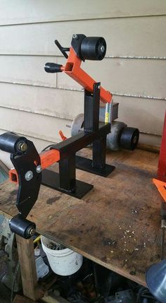 Belt grinder - Welding Projects about you searching for. Forging Tools, Blacksmith Tools, Blacksmith Projects, Knife Grinder, Bench Grinder, Metal Working Tools, Metal Tools, Metal Projects, Welding Projects