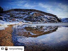 Speil bilde. #reiseliv #reisetips #reiseblogger #reiseråd  #Repost @ronycortesg with @repostapp  #kristiansand #odderøya #speilbilde #reflejo #reflection #vintersol #wintermorning #invierno #kristiansand