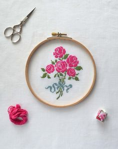 rose cross stitch patterns, shabby chic cross stitch pattern, French rose bouquet cross stitch pattern, simple rose cross stitch pattern, pretty rose cross stitch pattern