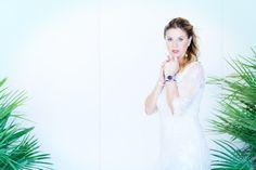 Un abito di pizzo bianco ed uno sguardo seducente - http://www.2fashionsisters.com/abito-di-pizzo-bianco-danapisarra/ - 2 Fashion Sisters Fashion Blog - #AbitoBianco, #AbitoDiPizzo, #Danapisarra, #MareDAmare2015
