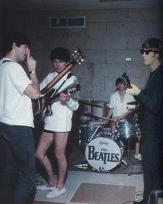 George Harrison faria 72 anos hoje. Relembre por que ele é o beatle mais cool | Virgula