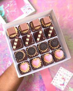 Dessert Buffet, Breakfast Dessert, Dessert Bars, Brownie Packaging, Baking Packaging, I Love Chocolate, Chocolate Lovers, Mocha Cupcakes, Strawberry Cupcakes