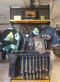 Clothing Store Interior, Clothing Store Displays, Clothing Store Design, Store Window Displays, Kids Clothing, Denim Display, Visual Merchandising Fashion, Black Kitchen Decor, Fashion Displays