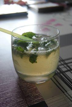 Pour l'apéro, un petit cocktail ... Oui mais quoi ???? J'ai de la menthe au fond du jardin... Du rhum au placard .... Un indice ? Le mojito...