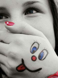 ❝ Se tu me perguntar daquela tristeza de ontem, eu te respondo: _ Sei lá, deixei lá trás. Ela não me serve mais..❞