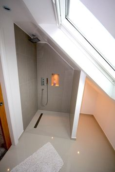 This gives an example of how even with a slopped roof, even inch of the space can be utilised for an effective wet room with perfect drainage system. design dach Amazing Attic Room Ideas for Your Inspiration Wet Rooms, Attic Rooms, Attic Spaces, Loft Bathroom, Upstairs Bathrooms, Small Bathroom, Bathroom Vintage, Bathroom Plumbing, Modern Bathroom