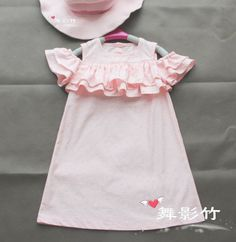 open shoulder and frills Baby Outfits, Little Girl Outfits, Kids Outfits, Dresses Kids Girl, Kind Mode, Kids Wear, Baby Dress, Girl Fashion, Clothes