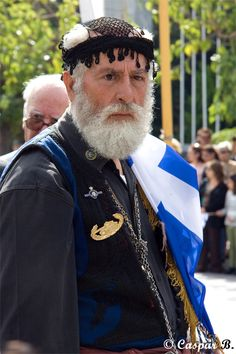 Veteran in traditional Cretan costume (Heraklion, Crete Island Greece, Creta Greece, Greece Islands, Greek Traditional Dress, Traditional Outfits, My People, People Around The World, Greece Culture, Costumes Around The World