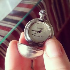 Antigüedades que valen sentimientos #antiguedades #reloj Flask, Photo And Video, Instagram, Feelings, Clock