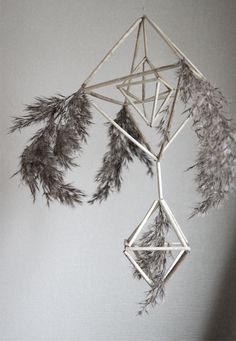 Puzurs / Šiaudinis Sodas - Latvian / Lithuanian Christmas decoration made from straws. Very similar to Finnish Himmeli. #Solstice #Baltic