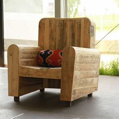 Pallet wood armchair collection by RedoLab – upcycleDZINE