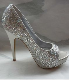 THESE are the shoes I want… soo pretty :)