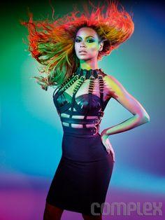 Beyoncé posando para la revista Complex