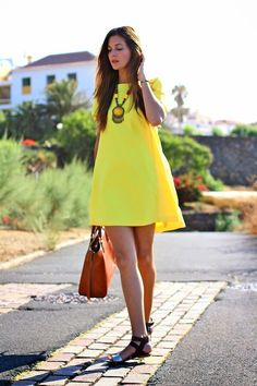 41 Cute Outfit Ideas For Summer 2015 - Yellow Dresses - Ideas of Yellow Dresses - Neon yellow dress bold necklace and neutral accessories summer fashion outfit ideas Little Dresses, Cute Dresses, Short Dresses, Cute Outfits, Summer Dresses, Yellow Outfits, Yellow Dress Summer, Casual Outfits, Neon Dresses