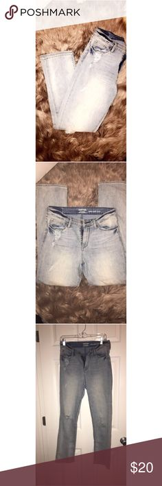 Levi Strauss high rise slim jeans Acid wash• slightly distressed• high rise slim Signature Levi Strauss denim jeans.. like new .. excellent condition .. w28in i30in Signature by Levi Strauss Jeans