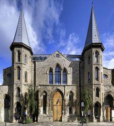 Igreja vitoriana é reformada e transformada em loft de alto padrão