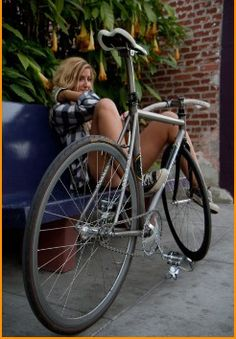 girl and her fixie