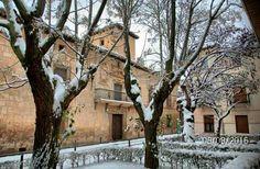 Casa de Piedra en un dia de nieve .