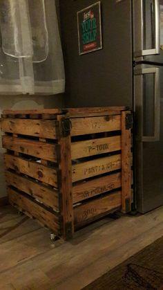 Szafka kuchenna na kółkach zrobiona z wojskowej skrzyni na owoce