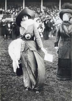 "Dressed for the Royal Ascot Races"" Source Edwardian Era, Edwardian Fashion, Victorian Era, Vintage Fashion, Edwardian Costumes, Victorian Women, Historical Clothing, Historical Photos, Mode Rococo"