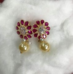 Gold Jewelry For Wedding Info: 7078165051 Gold Earrings Designs, Gold Jewellery Design, Gold Designs, Antique Jewellery, Necklace Designs, Coral Jewelry, India Jewelry, Diamond Jewelry, Indian Wedding Jewelry