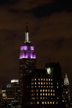 Empire State Building 11/17/2010    Empire State Building colors: March of Dimes, Prematurity Awareness Day