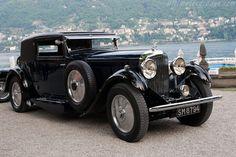 1930's Bentley - this is how cars should look.