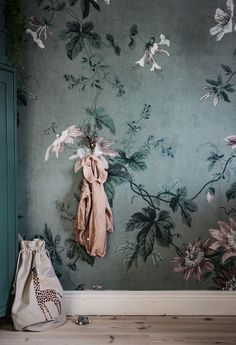 ideas for living room wallpaper decor wall art Interior Wallpaper, Green Wallpaper, Wallpaper Decor, Wallpaper Awesome, Room Interior, Wallpaper For House, Bedroom Wallpaper, Wallpaper Desktop, Interior Design