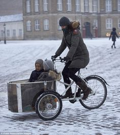 Princess Mary braves the snow to cycle her children to school Bike Couple, Velo Cargo, Princess Marie Of Denmark, Danish Royalty, Back Pain Exercises, Cycle Chic, Commuter Bike, Thing 1, Bicycle Girl