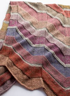 Tokyo Shawl pattern by Marianne Isager Knitted Scarves, Knitted Hats, Japanese Books, Shawl Patterns, Heartbeat, Yarn Crafts, Scarfs, Plaid Scarf, Blankets