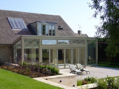 Contemporary Design Bungalow Extensions, Garden Room Extensions, House Extensions, Patio Roof, Back Patio, Modern Conservatory, Dormer Bungalow, Roof Skylight, Kitchen Diner Extension