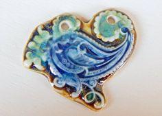 Handmade Porcelain pendant green  brown and blue  . por Majoyoal