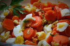 Cooked Carrot Salad with hard-boiled eggs Another way to eat cooked carrots… Unique Recipes, Delicious Recipes, Free Recipes, Easy Recipes, Vegetarian Recipes, Healthy Recipes, Group Meals, Family Meals, Kids Meals
