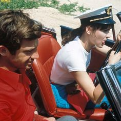 pale-early-mornings:  Pierrot le fou