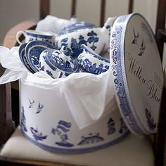 This was the tea set I wanted as a child. I was so disappointed when my mom bought me another tea set; I had thought this was the ONLY tea set! Blue Willow China, Blue And White China, Blue China, Love Blue, Blue Dishes, White Dishes, Delft, Willow Pattern, Himmelblau