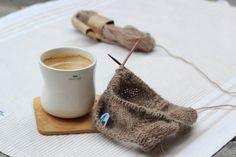 Her om dagen leste jeg en engelsk artikkel som nevnte flere fordeler med å strikke, jeg tenker at dette absolutt gjelder andre former for håndarbeid også. Her kommer noen av fordelene som ble trukket fram - les disse fire punktene, og strikk videre med god samvittighet!