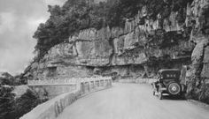 Previous pinner says.This looks to be the pull off at bottom of Ruby Falls with the small entrance cave. Lookout Mountain Tennessee, Small Entrance, Chattanooga Tennessee, Old Photos, Places To Visit, Cave, Childhood, Layout, Outdoor