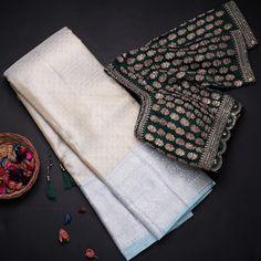 Wedding Saree Blouse Designs, Silk Saree Blouse Designs, Blouse Patterns, Blouse Back Neck Designs, Designer Blouses Online, Indian Fashion Dresses, Ethnic Fashion, Long Dress Design, Saree Trends