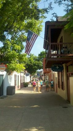 My favorite shopping spot in St. Augustine. Living in Jax, Florida for a few years, this was a monthly hang out. I sure do miss it.