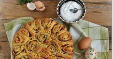 A húsvéti kalács hallatán szerintem mindenkinek először az édes, fonott kalácsok jutnak az eszébe. Ezzel én is így vagyok, mivel az éde... Apple Pie, Desserts, Food, Postres, Deserts, Apple Pies, Hoods, Meals, Dessert