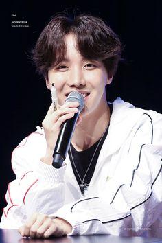 Hobi ☀️ [180408] PUMA X BTS Fansign #방탄소년단 Jung Hoseok, Jhope, Taehyung, Rapper, Bts 2018, Mnet Asian Music Awards, Bts J Hope, Bts Group, Namjin