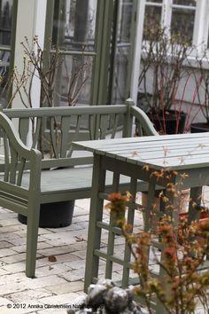paint the garden furniture this colour - Garden Furniture Colour Ideas